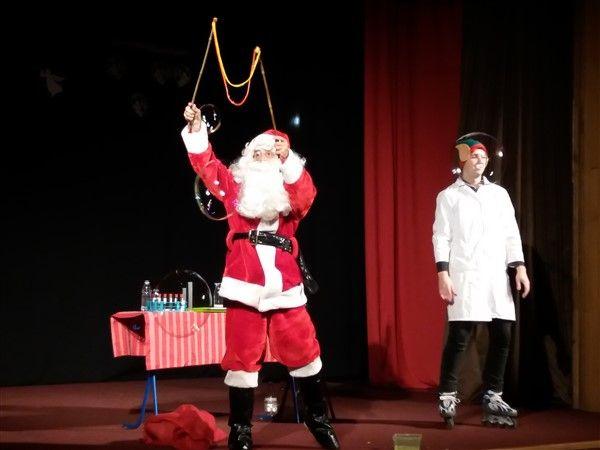 Veselo u laboratoriju Djeda Mraza