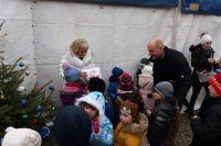 Djeca i gradonačelnik okitili jelke