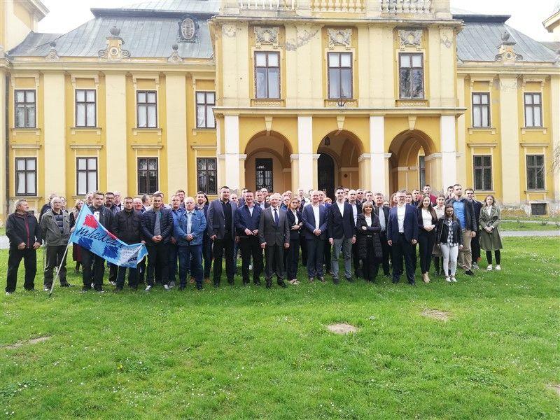 HDZ-ovi kandidati za EU parlament, na čelu s Karlom Resslerom, u Našicama