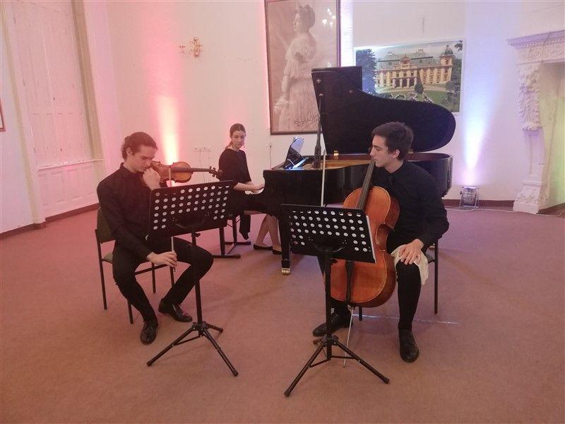 """Klavirski trio održao koncert u OGŠ """"Kontesa Dora"""""""