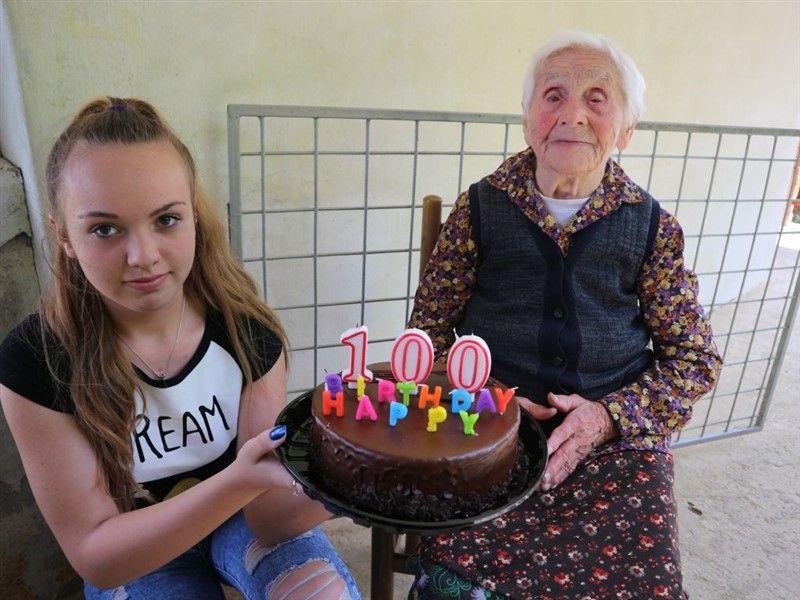 Mali humanitarci čestitali gospođi Slavi Dlesk 100. rođendan