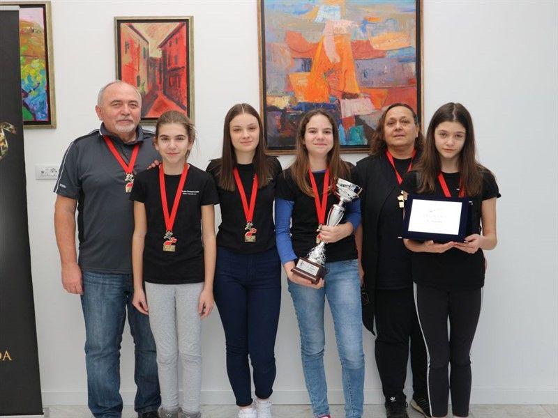 Šahistice OŠ kralja Tomislava Našice osvojile 1. mjesto na Državnom prvenstvu u šahu