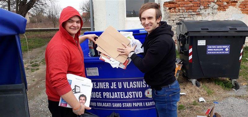 """Članovi Udruge """"Prijateljstvo"""" Feričanci prošle godine sakupili 13 tona starog papira"""