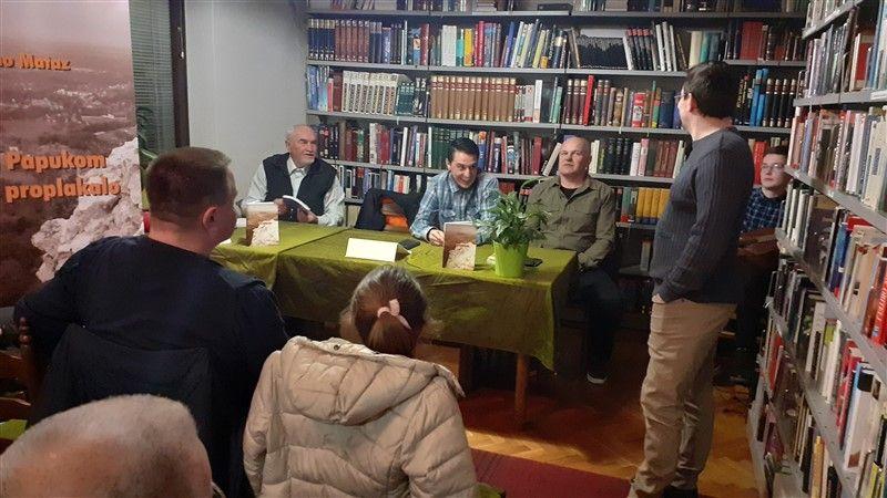 """U Đurđenovcu promovirana knjiga Dine Mataza """"Nad Papukom nabo proplakalo"""""""