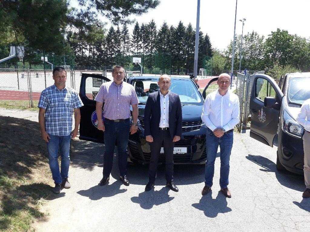 Sportska zajednica grada Našica dobila novo kombi vozilo