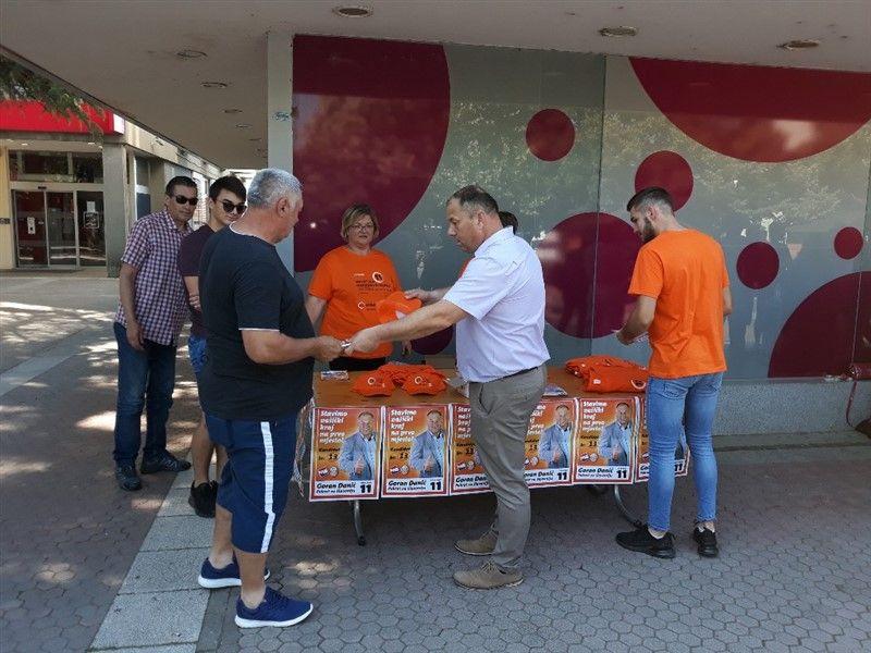 Goran Đanić danas se družio s građanima  u centru Našica