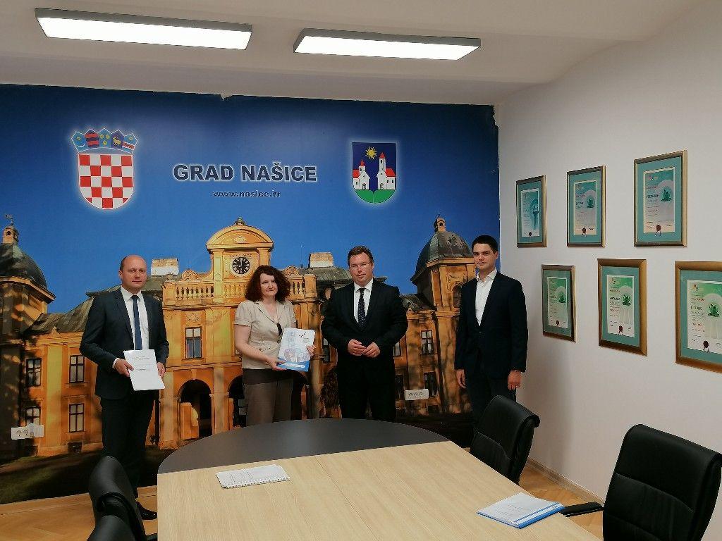 Ministar Marko Pavić i zastupnik u Europskom parlamentu Karlo Ressler održali radni sastanak s gradonačelnikom