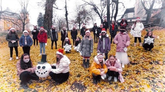 Božić u Našicama – božićna pjesma zbora OGŠ Kontesa Dora