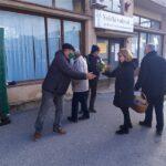 HSS Našice čestitao sugrađankama Dan žena i darivao ih cvijećem