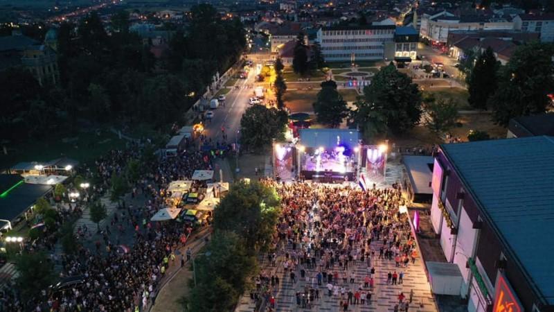 Građani uživali u trosatnom koncertu Marka Perkovića Thompsona